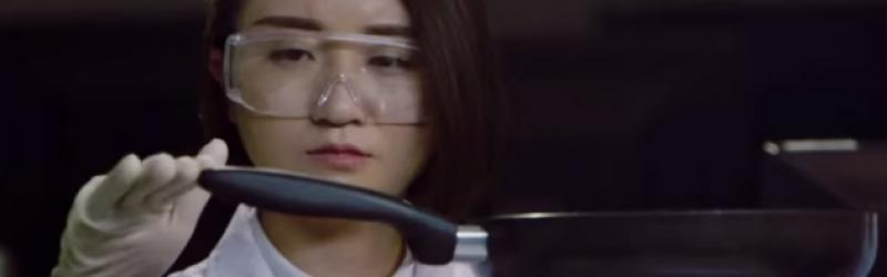 Xiaomi dùng chảo chiên cá đập iPhone 6 Plus trong quảng cáo mới